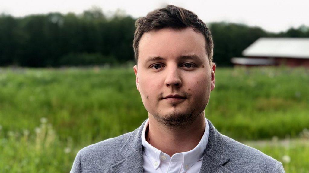 Simon Väderklint, inläsare för ljudboken av Prins Mårten fyller år